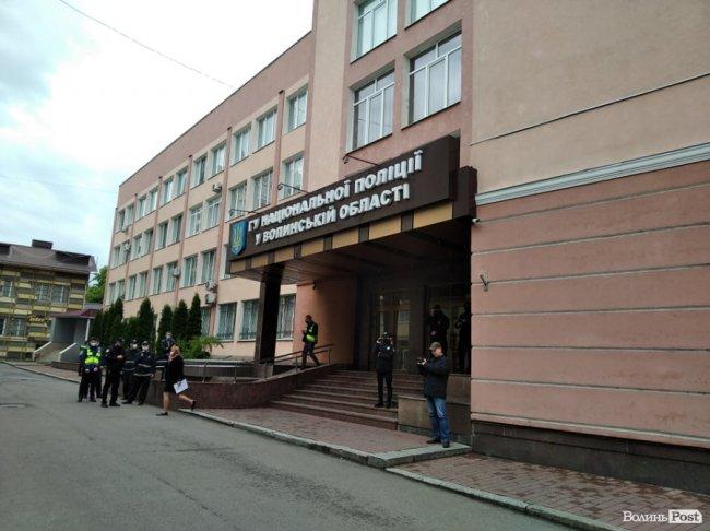 Під управлінням поліції у Луцьку – протестувальники. ФОТО. ОНОВЛЕНО
