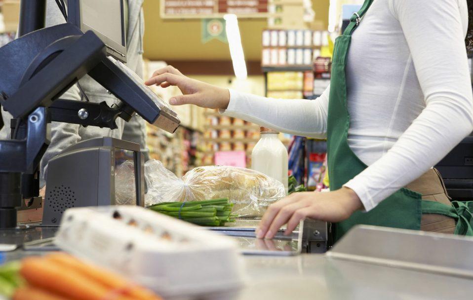 ПриватБанк дозволив знімати готівку з карток у касах магазинів