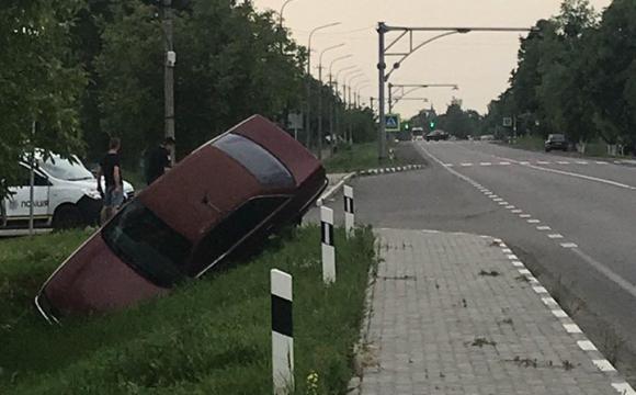 Під Луцьком автівка злетіла у кювет. ФОТО