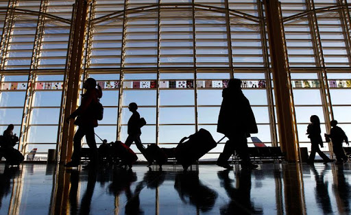 Українців закликають не поспішати з поїздками за кордон