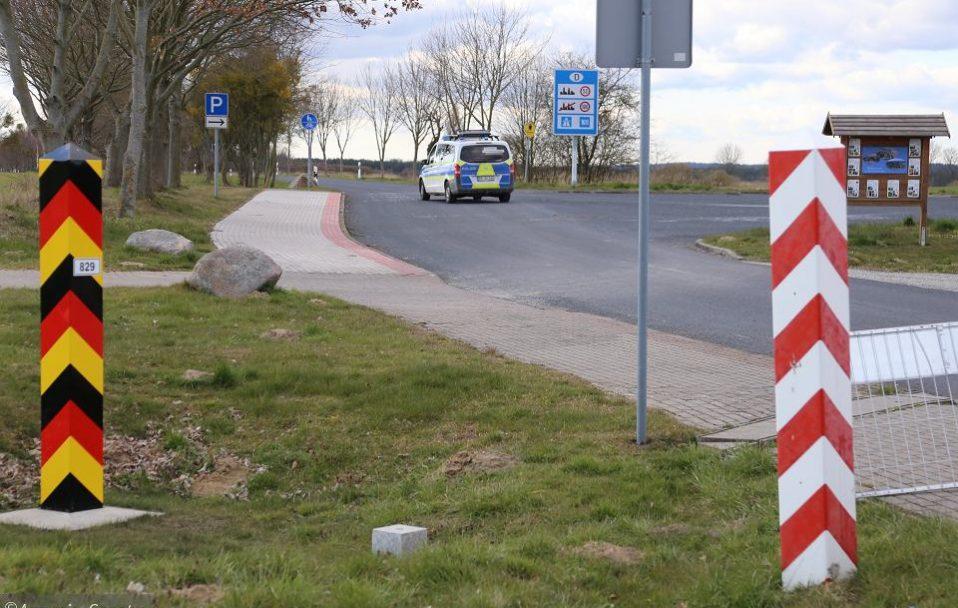 Польща відкрила кордони для сусідів з ЄС