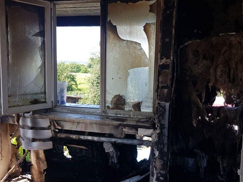 Потрібна допомога: на Волині горів будинок, в якому жили 4 сім'ї. ФОТО