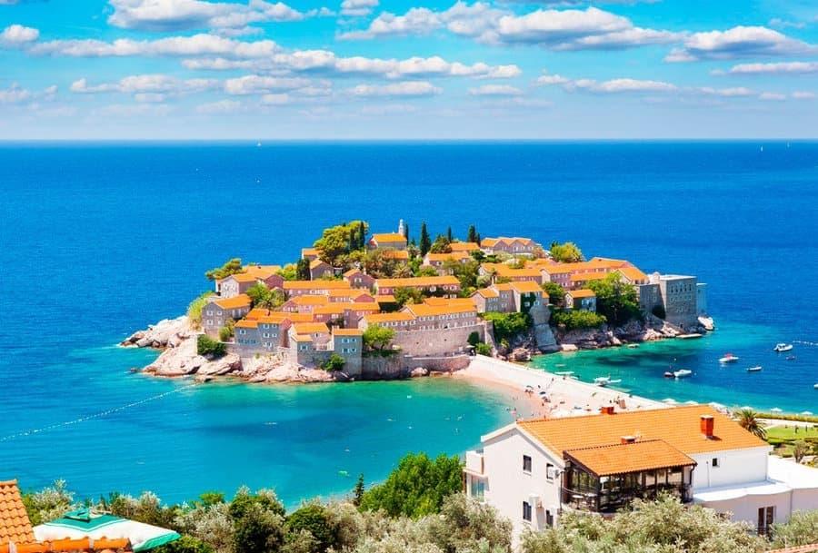 Чорногорія змінила правила в'їзду для українців