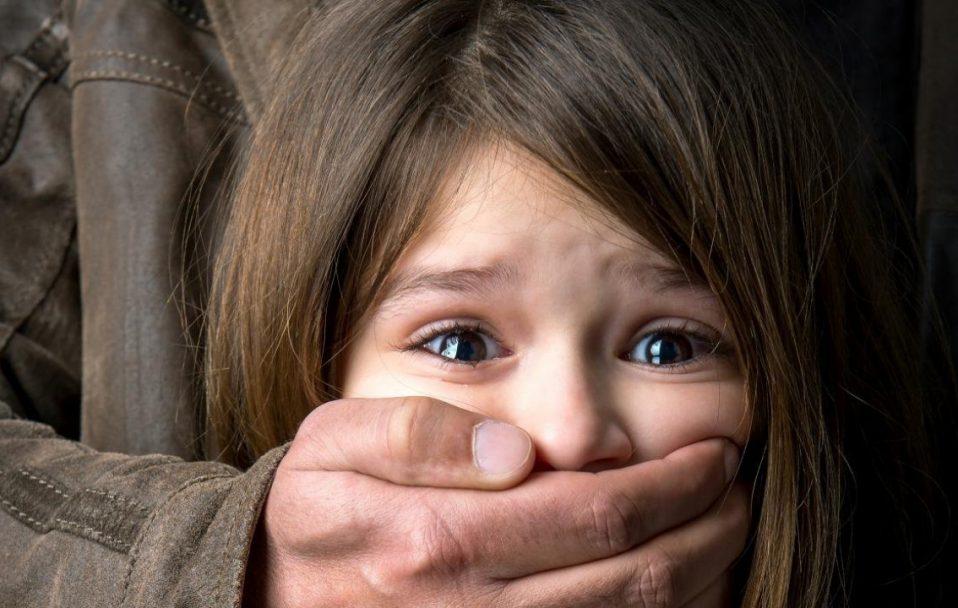 У Луцьку зловили чоловіка, який був у розшуку за розбещення неповнолітніх