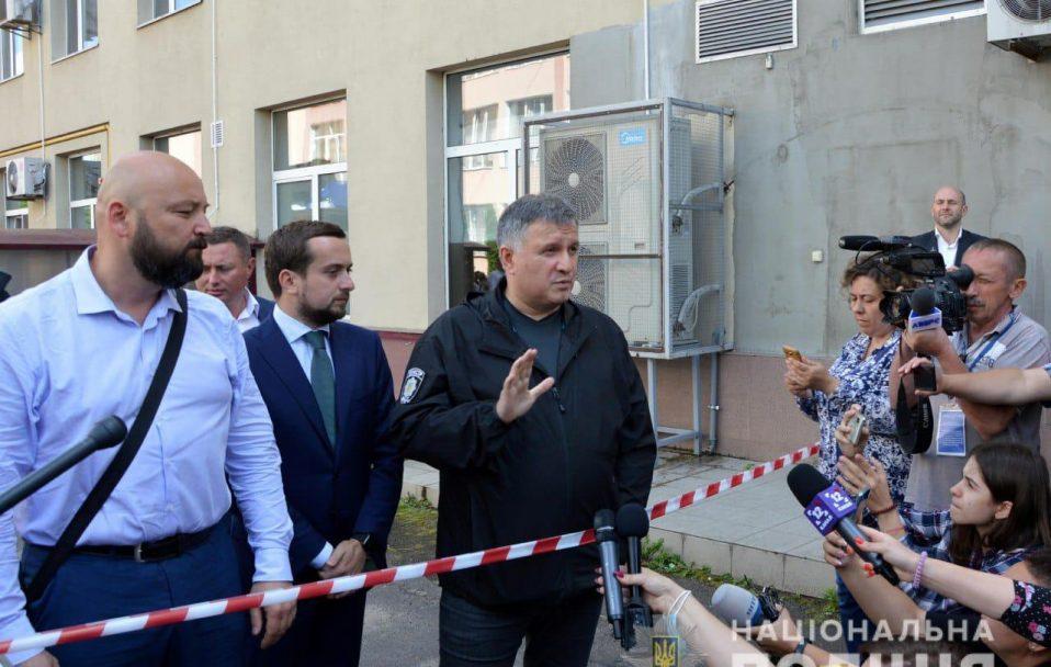 Поспілкувалися з рідними і друзями терориста, – Арсен Аваков про звільнення заручників