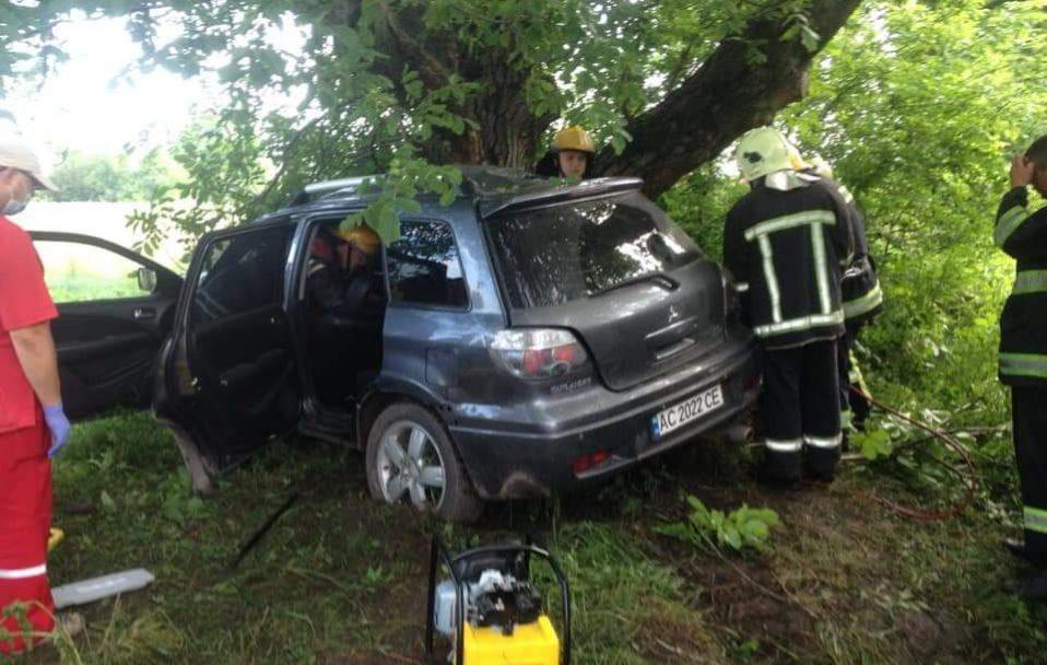 На Волині – смертельна ДТП: водій загинув. ФОТО