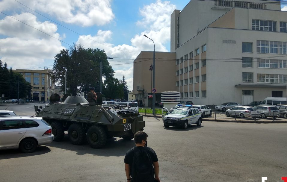 Терорист з Луцька обдзвонює родичів заручників і скликає журналістів. АУДІО