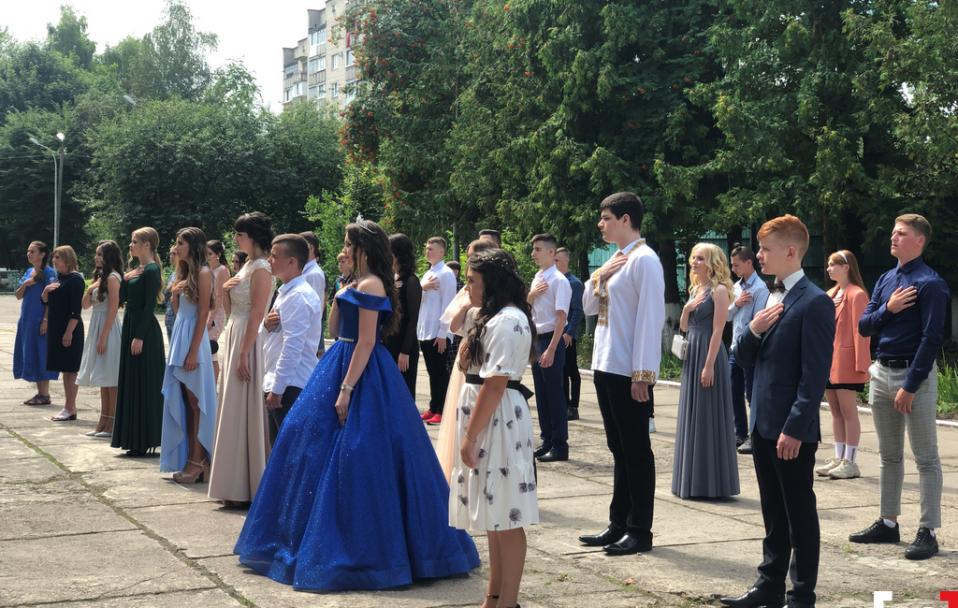 Як луцька школа №19 відзначила випускний. ФОТО