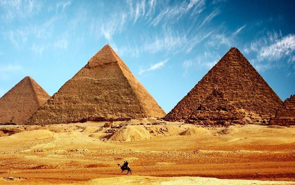 Українцям спростили подорожі до Єгипту та Албанії