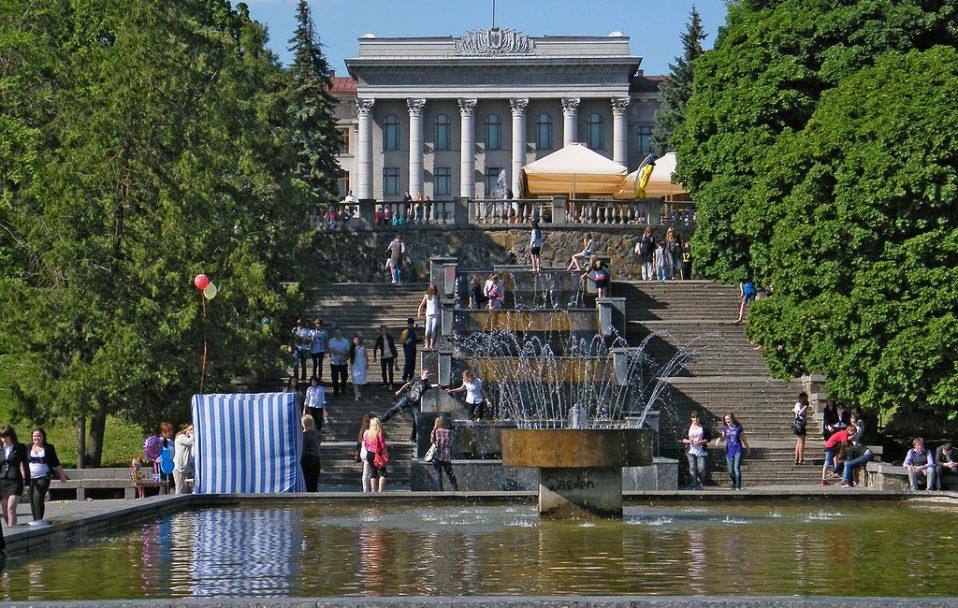 """Нова послуга від """"Луцькводоканалу"""": кожен може замовити роботу фонтану"""