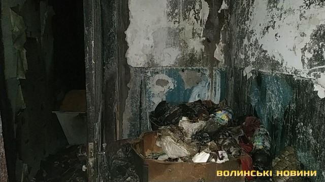 Посеред ночі у центрі Луцька сталася пожежа: загинула 62-річна жінка. ФОТО