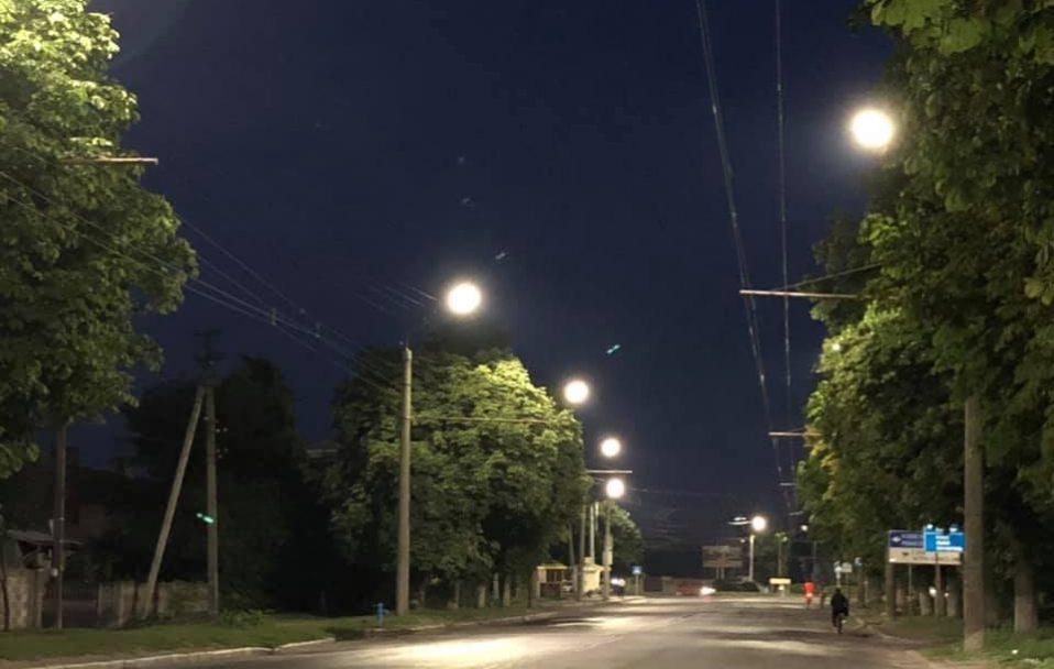 На Володимирській у Луцьку встановили нове освітлення. ФОТО