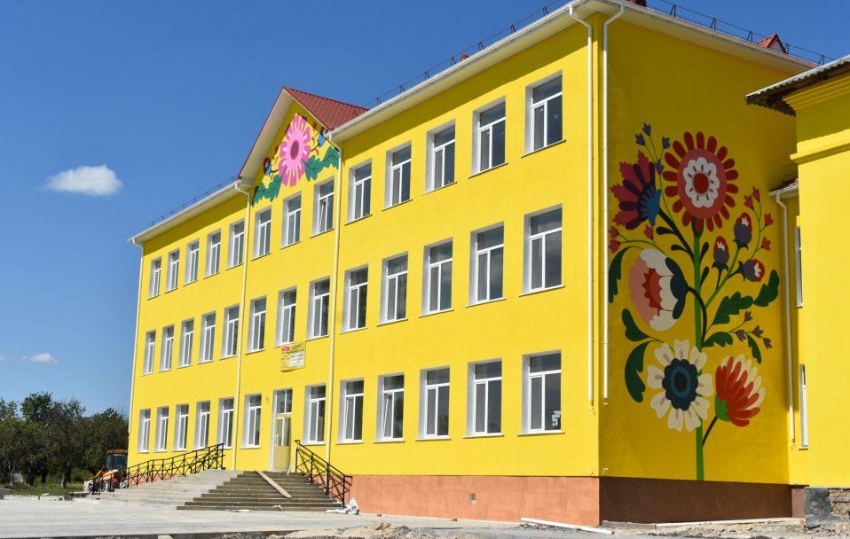 Стильний і сучасний: у селі на Волині готують до відкриття новий корпус школи
