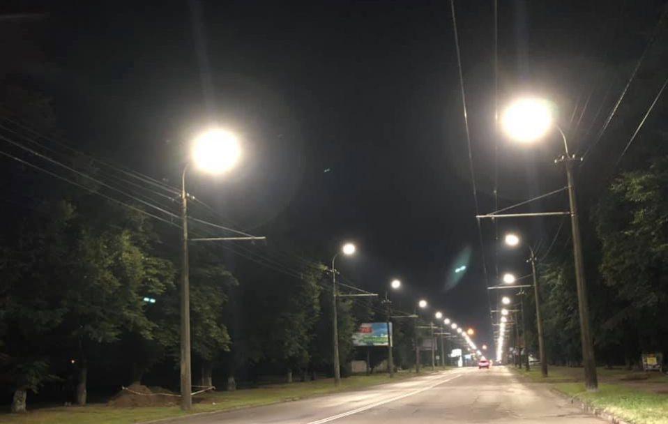 На Перемоги у Луцьку облаштували сучасне освітлення. ФОТО