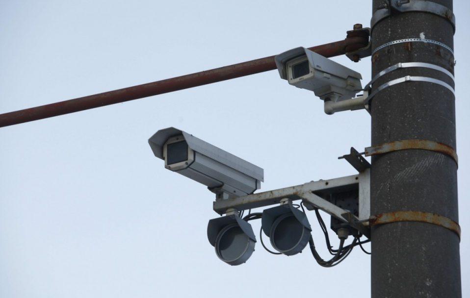 """У Луцьку центральний парк """"нафарширували"""" відеокамерами"""