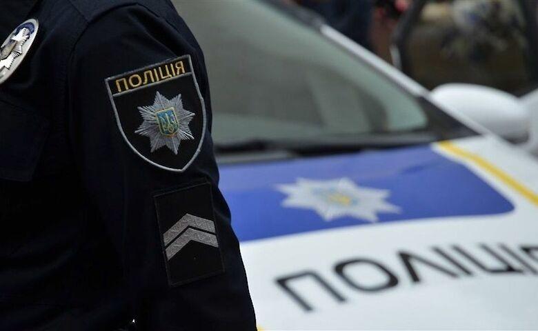 У Києві чоловік захопив банк і погрожує вибухом