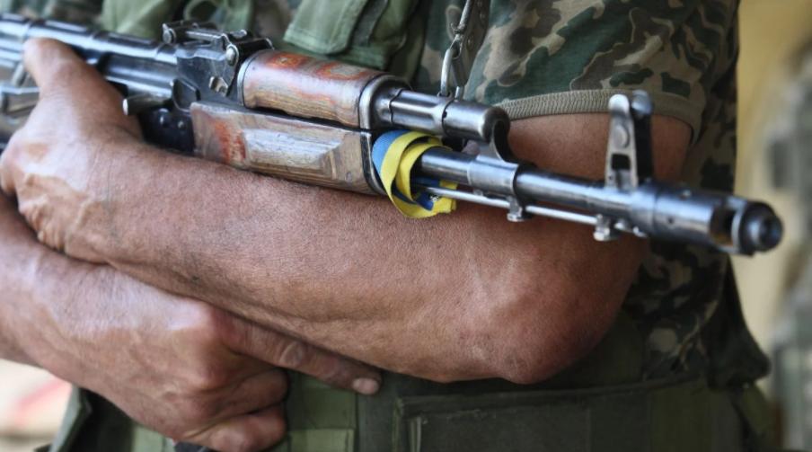 На Донбасі двоє військових підірвалися на забороненій міні