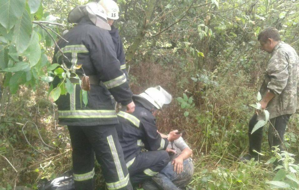 На Волині чоловік впав у 25-метрову криницю
