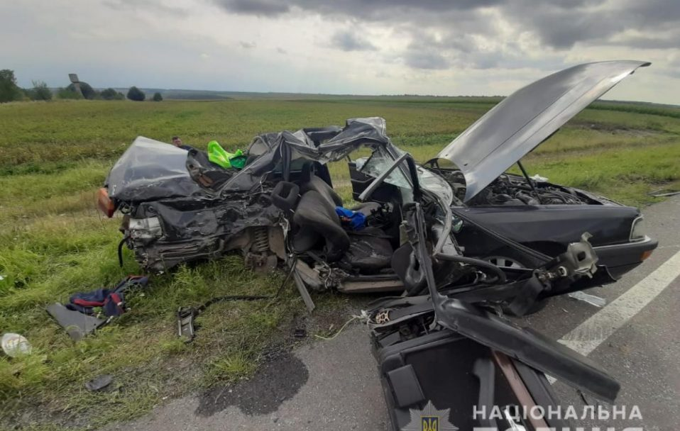 Смертельна автотроща на Волині: легковик влетів у вантажівку. ФОТО