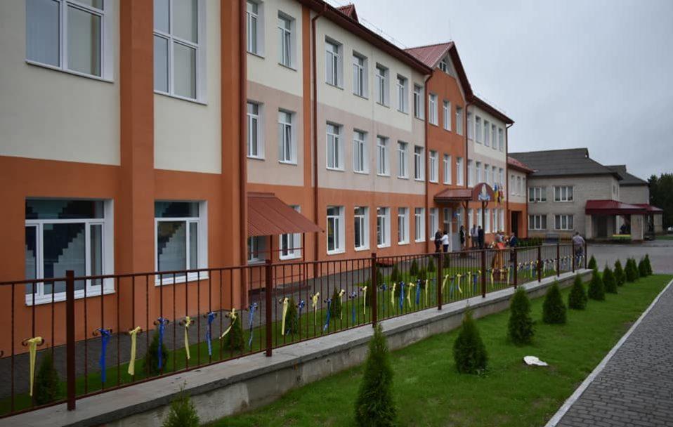 Стильна і сучасна: у селі на Волині відкрили оновлену школу. ФОТО