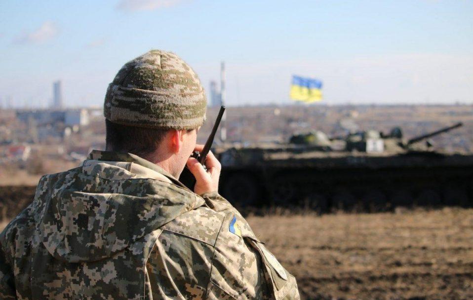 Бойовики тричі відкривали вогонь на Донбасі: один український боєць поранений