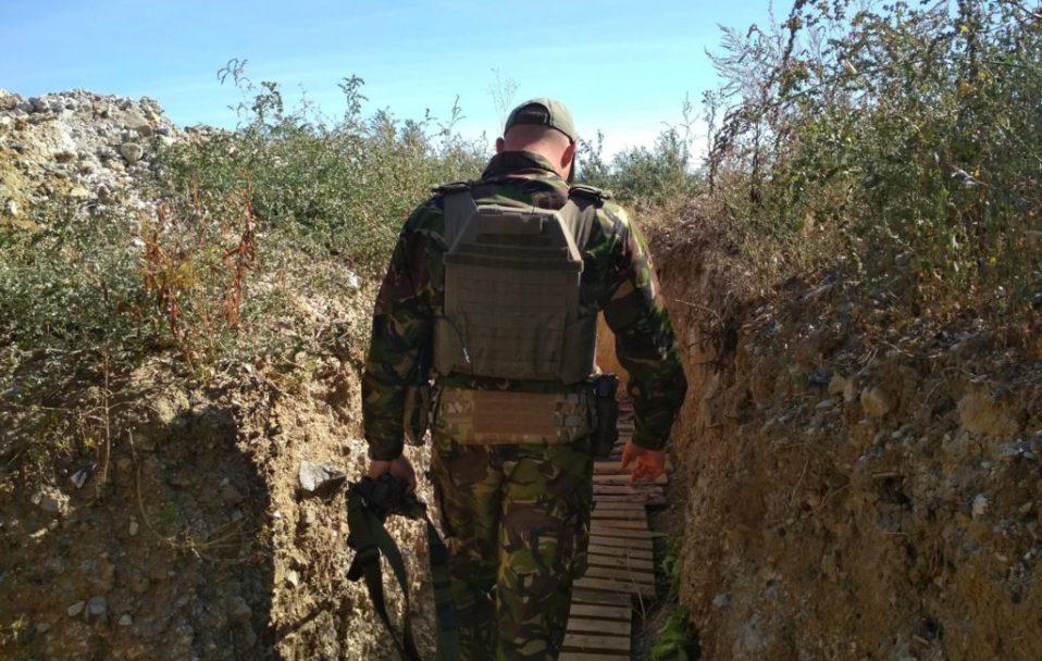 На Донбасі двоє військових підірвалися на гранаті