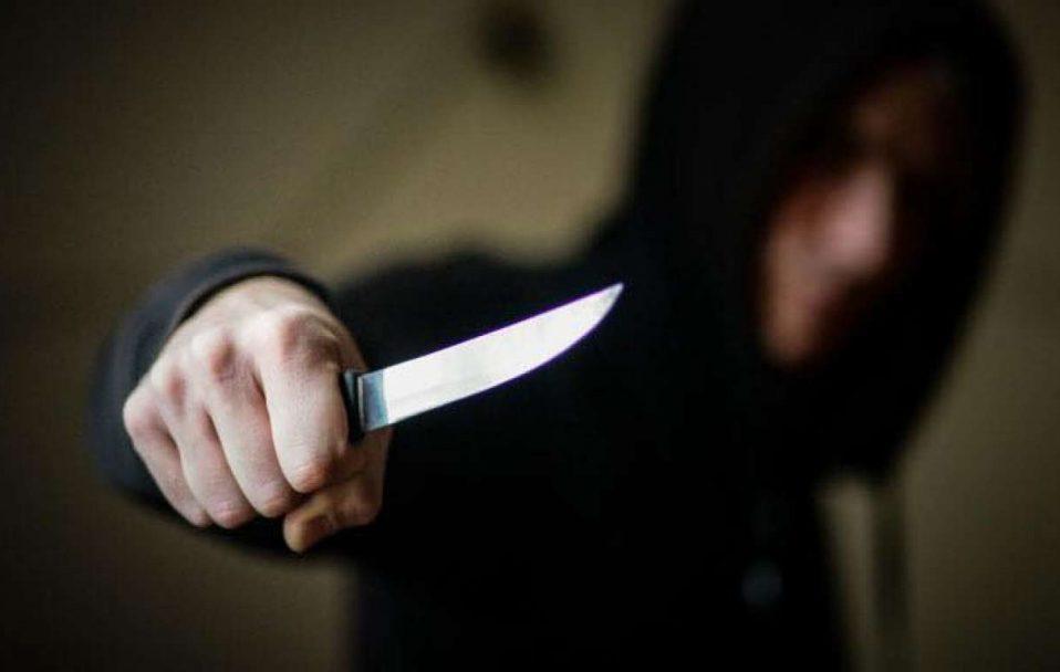 У Луцьку 32-річного чоловіка вдарили ножем: він у лікарні