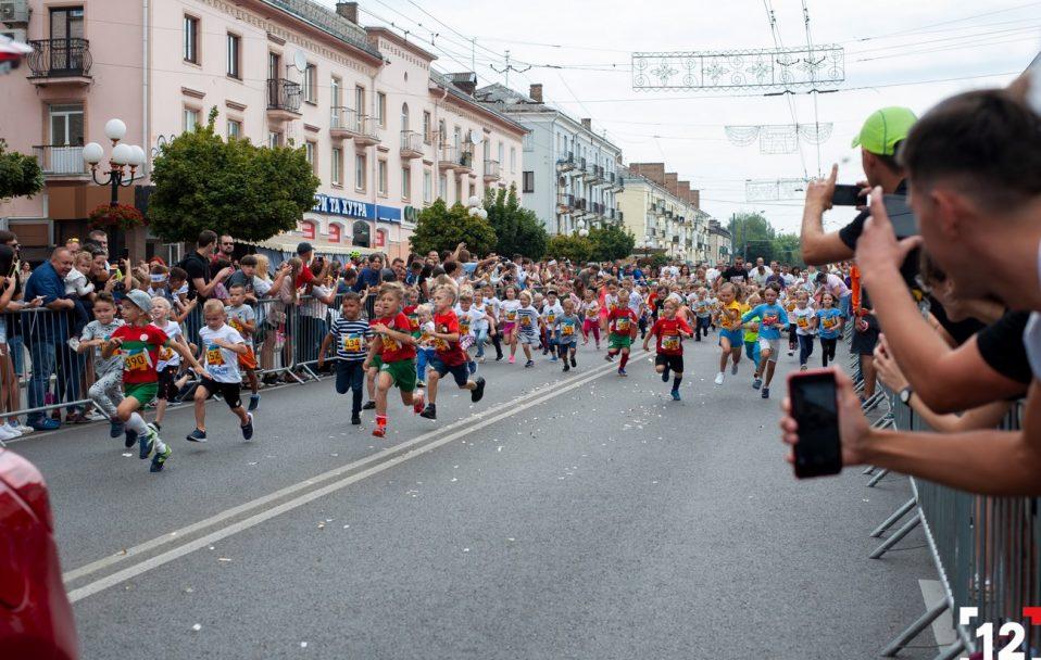 "У Луцьку влаштували масштабне свято спорту ""Dmytruk Luchesk Half Marathon"". ФОТО"