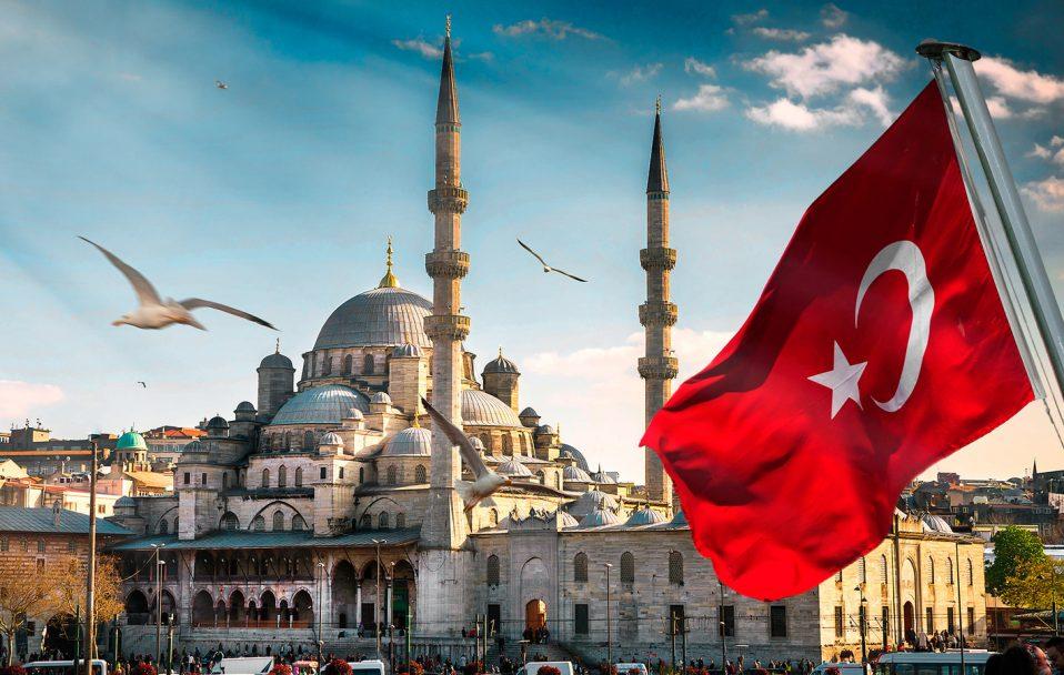 Який страховий поліс потрібен для подорожі в Туреччину: пояснення посла України