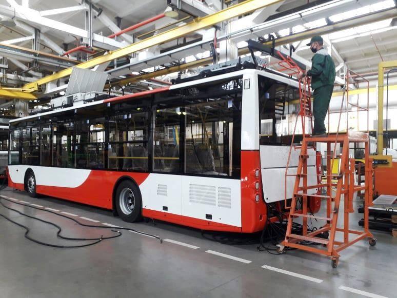 З кондиціонером і зарядками: з наступного тижня в Луцьку курсуватимуть новенькі тролейбуси. ФОТО