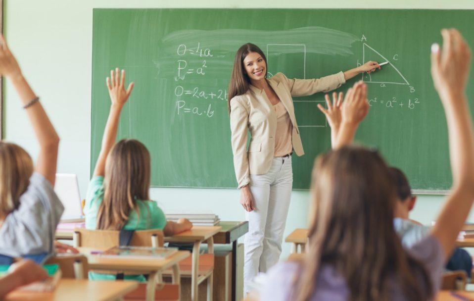 У МОН розповіли, на скільки зросте зарплата вчителів у 2021 році
