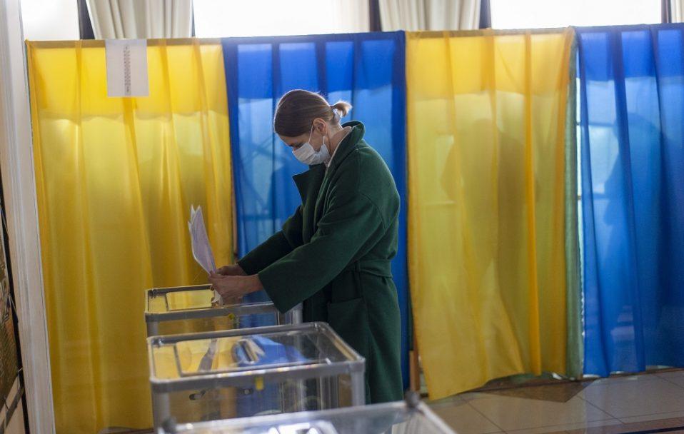 Голосування у розпалі: волиняни засипали соцмережі світлинами із виборчих дільниць. ФОТО