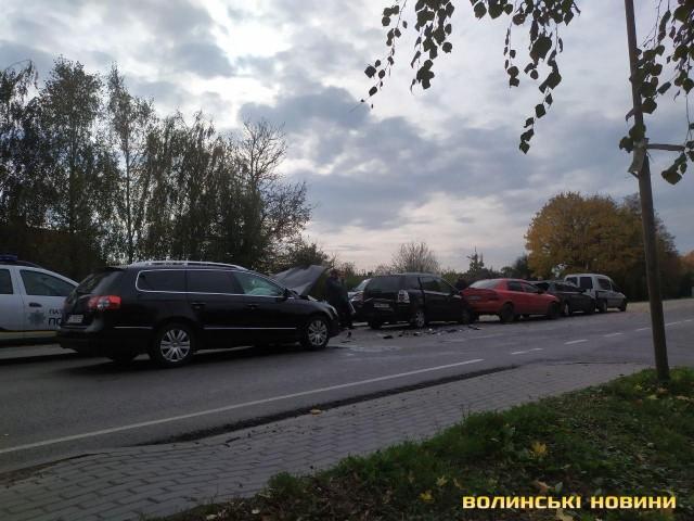 Під Луцьком – аварія за участю 5 автомобілів. ФОТО. ВІДЕО