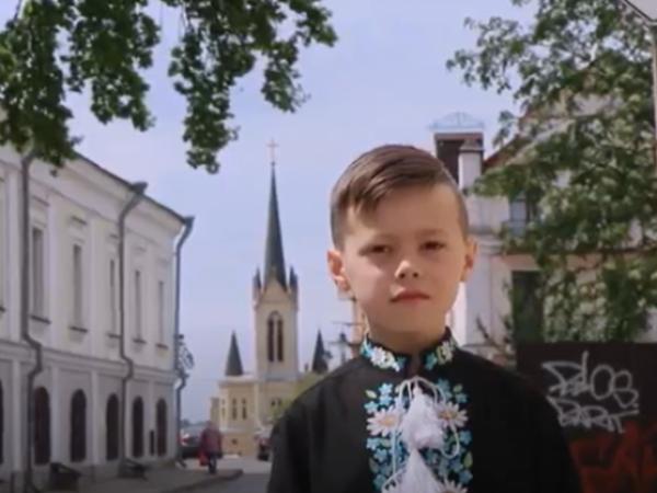 """""""Це точно Україна"""": маленький лучанин записав на Сході емоційне привітання для захисників. ВІДЕО"""