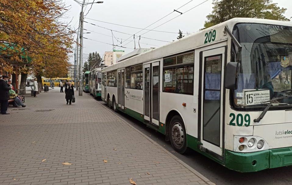 У Луцьку зупинилися тролейбуси. ФОТО