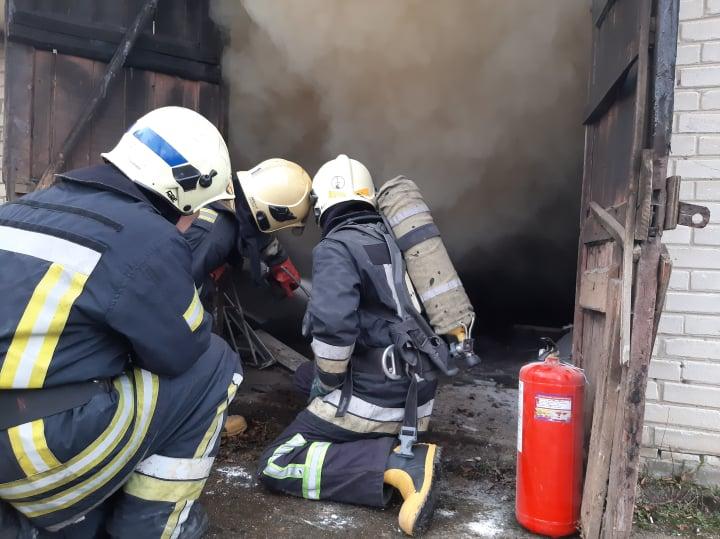 На території обласної лікарні у Луцьку сталася пожежа. ФОТО