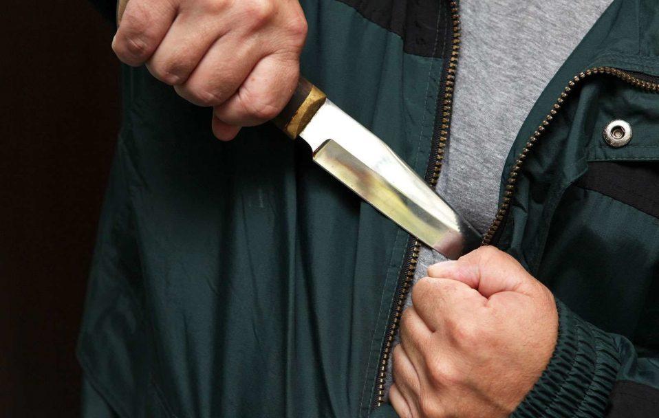 На Волині чоловік напав на жінку з ножем. Її госпіталізували