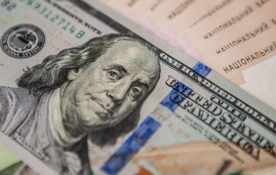 Долар і євро ростуть: який курс валют у обмінниках Луцька 27 листопада