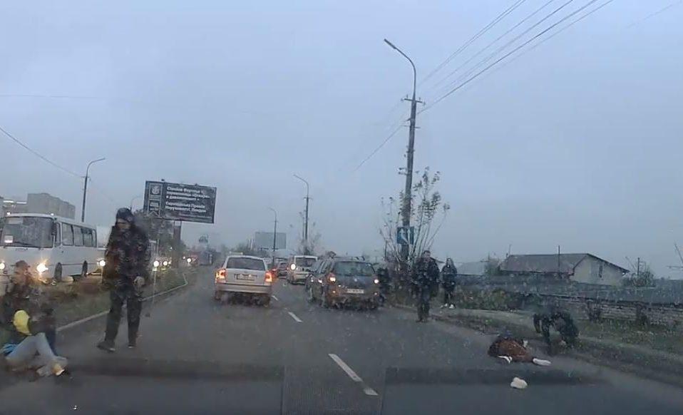 У Луцьку автомобіль збив школярок. Одна з потерпілих – в лікарні. ВІДЕО