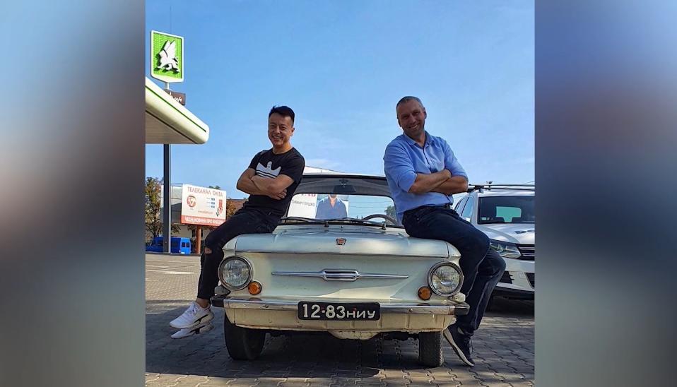 5000 км на Запорожці: у Луцьк приїхали мандрівники Миколаєва. ВІДЕО