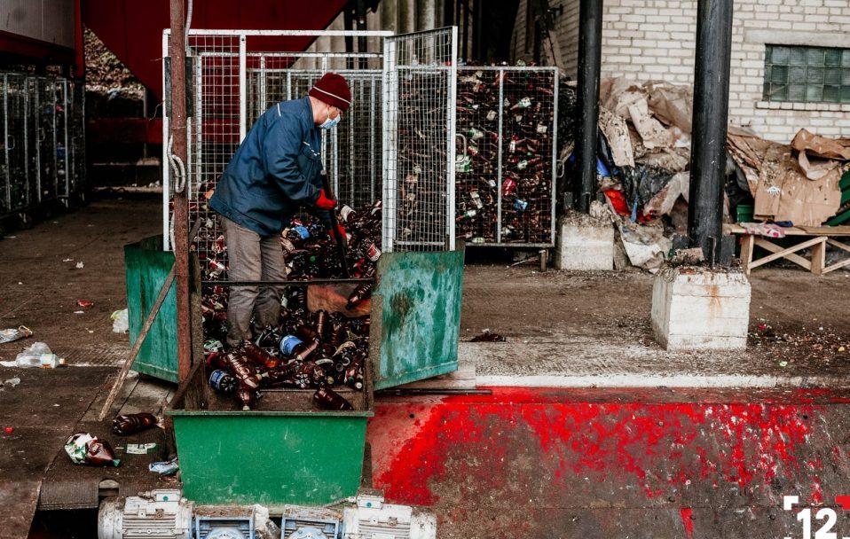 Сортувати чи ні: куди потрапляє сміття із луцьких контейнерів. ФОТО. ВІДЕО