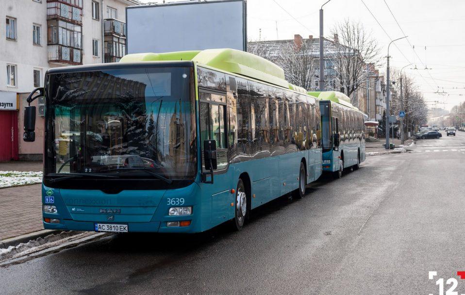 Замість жовтих маршруток: Луцьком курсуватимуть великі екологічні автобуси. ФОТО