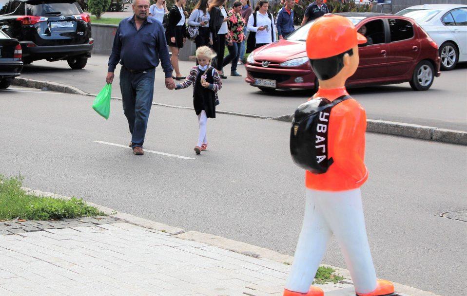 У Луцьку поблизу переходів встановлять фігурки дітей