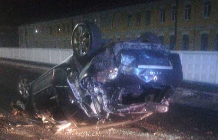 Взяла машину батьків: 16-річна волинянка на авто влетіла в паркан