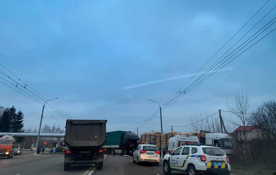 У селі під Луцьком – аварія за участю двох фур