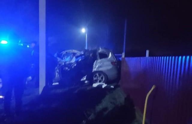 У Луцькому районі автомобіль влетів у трактор: водій загинув, пасажири в лікарні. ФОТО