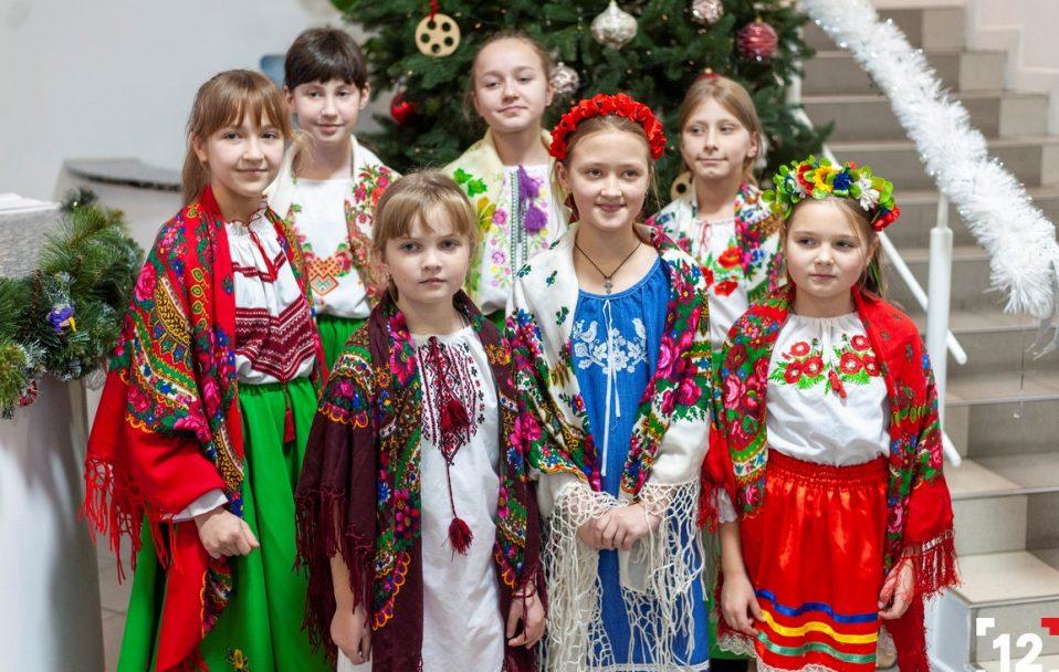 Свято наближається: на 12 канал завітали колядники з Острожецького ліцею. ФОТО