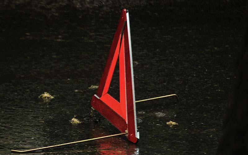 На Волині автівка влетіла у стовп і перекинулася: у водія – численні травми