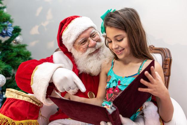 """ТРЦ """"ПортCity"""" дарує подарунки за малюнки Діду Морозу"""