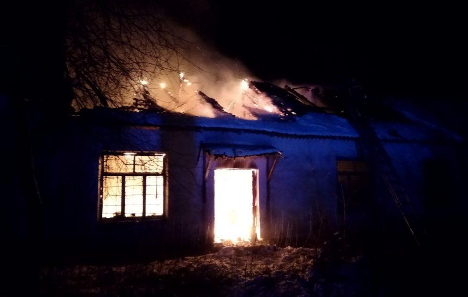 У селі на Волині – пожежа: горів дерев'яний будинок